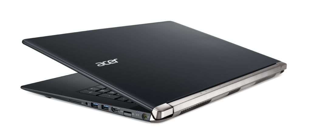 Aspire V Nitro laptop Black Edition halfback