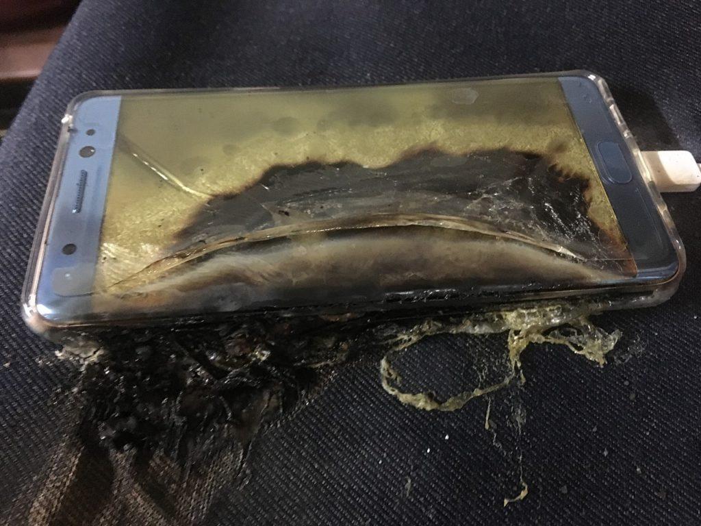 Samsung Galaxy Note7 explodes