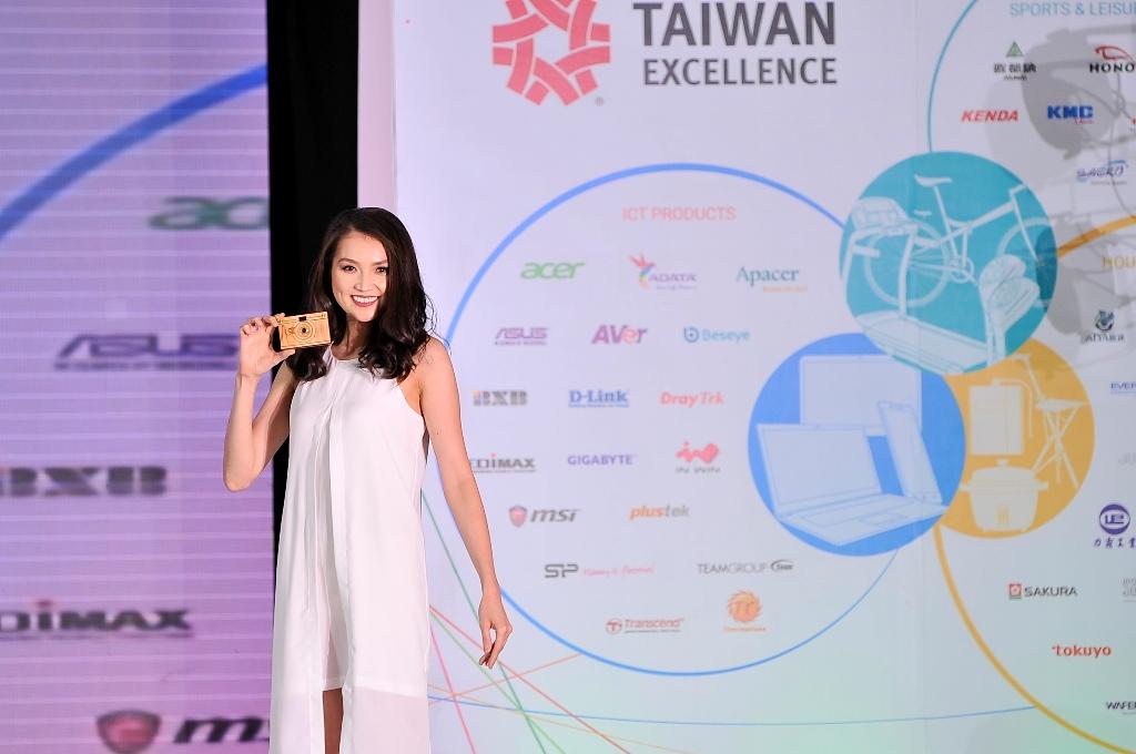 Taiwan Excellence Paper Shoot Hinoki Digital Camera