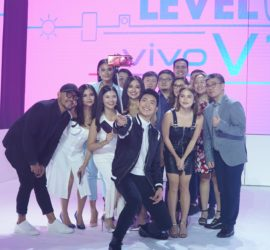 Darren Espanto uses the Vivo V15 Pro's 32MP elevating front camera to snap a groufie with fellow singer Julie Ann San Jose, celebrities Elisse Joson and Klea Pineda, and Vivo executives
